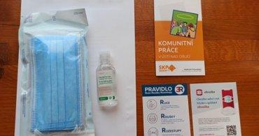 Desinfekční balíčky byly předány klientům