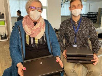 Foxconn daroval službám počítače